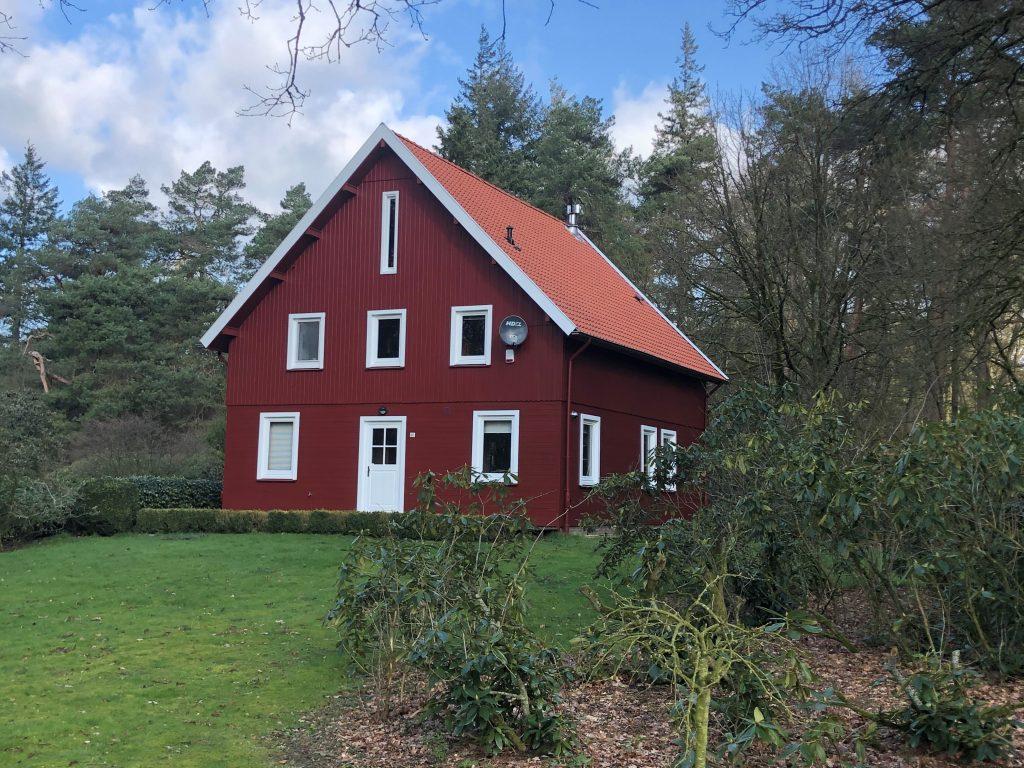 Houten woonhuis in Hoenderloo