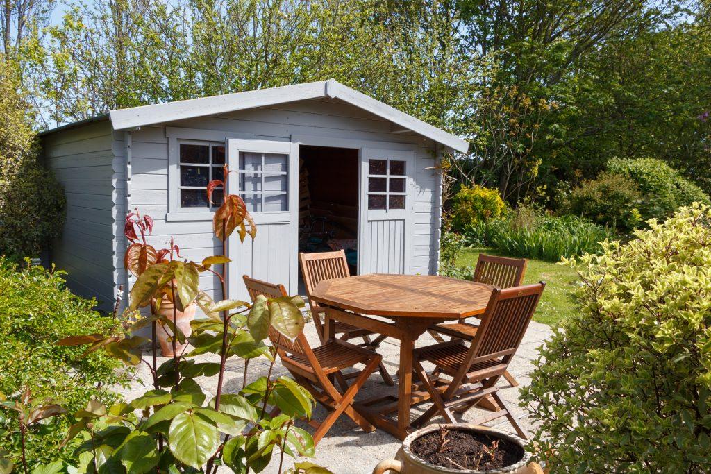 Het behandelen van je tuinhuis of blokhut met Jotun